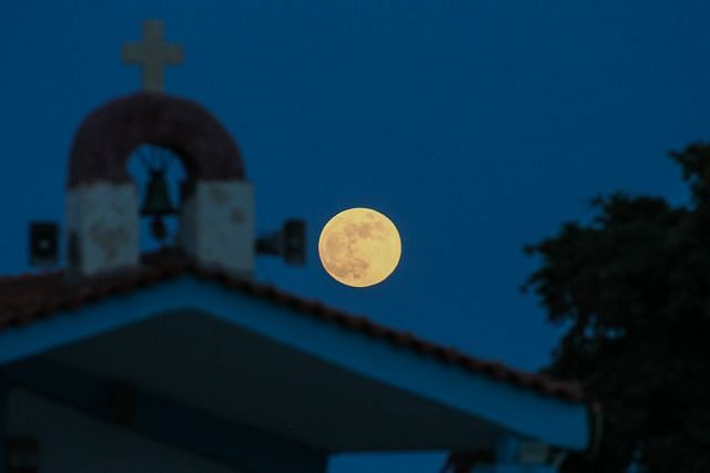 """Fraula's Full Moon"" and lunar eclipse tonight"